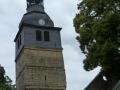 Blick-auf-die-schiefe-Kirche